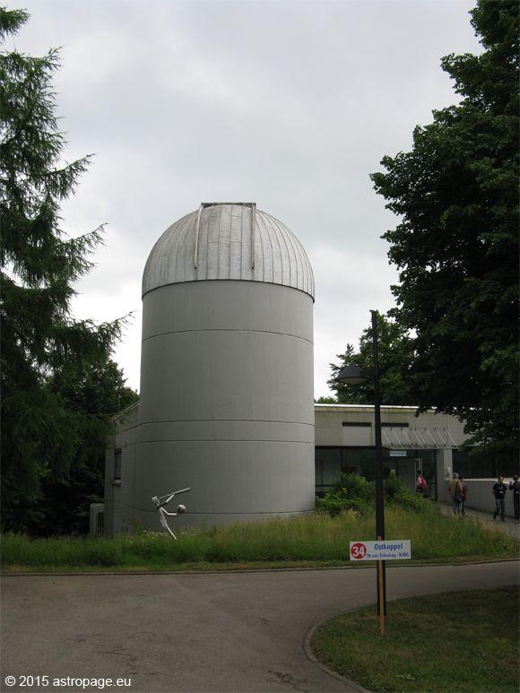 Die Ostkuppel beherbergt das 70cm KING Teleskop. (astropage.eu)