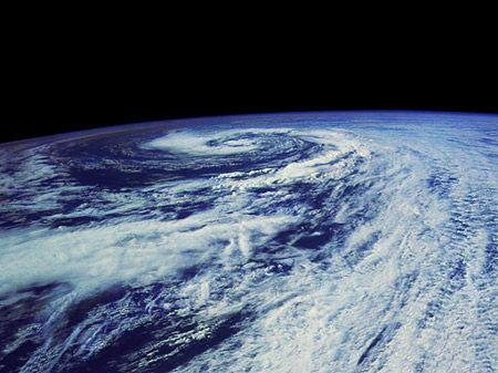 Die Erde, aufgenommen aus der Exosphäre (Courtesy of NASA)