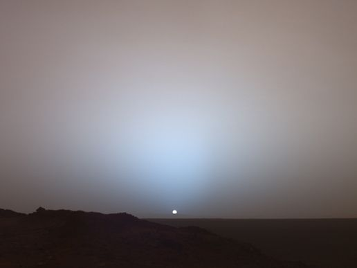 Sonnenuntergang auf dem Mars (Courtesy of NASA / JPL / Texas A&M / Cornell)