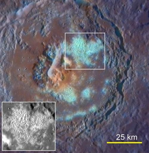 Die Beobachtungen der MESSENGER-Sonde haben die Wissenschaftler auch auf rätselhafte Mulden aufmerksam gemacht, die sich an vielen Orten auf der Merkuroberfläche gebildet haben. (Courtesy Science / AAAS)