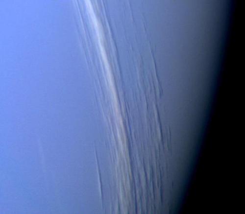 Hochliegende Wolkenformationen in der Neptun-Atmosphäre (NASA / JPL)