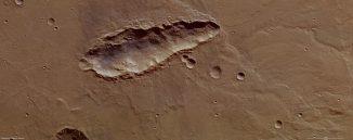 Länglicher Einschlagkrater auf dem Mars. (ESA/DLR/FU Berlin (G. Neukum))