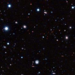 Der Galaxienhaufen CL J1449+0856. (ESO/NOAJ/Subaru/R. Gobat)