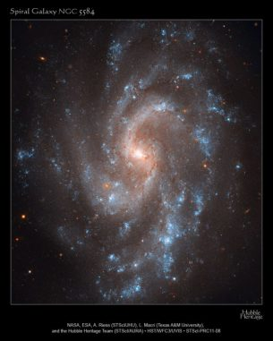 Die Spiralgalaxie NGC 5584. (NASA, ESA, A. Riess (STScI/JHU), L. Macri (Texas A&M University), and the Hubble Heritage Team (STScI/AURA))
