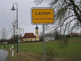 Ortschild der Gemeinde Lachen im Unterallgäu. (Wikipedia / User: Androl / gemeinfrei)