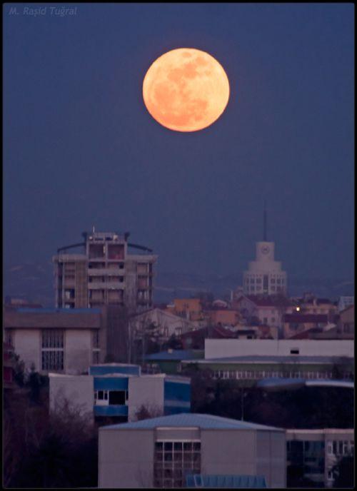Der Super-Vollmond vom 19. März 2011 über Ankara (Türkei), Foto: Rasid Tugral
