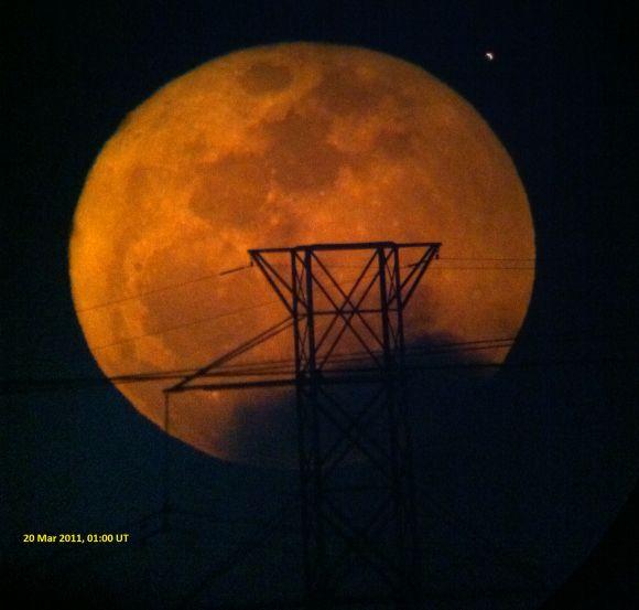 Der Super-Vollmond vom 19. März 2011, Foto: Bill Dillon