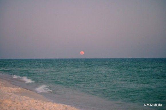 Der Super-Vollmond vom 19. März 2011 über Navarre Beach, Florida (USA), Foto: Mindi Meeks