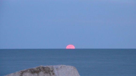 Der Super-Vollmond vom 19. März 2011 über dem Ontario-See, Ontario (Kanada), Foto: Nona Clark