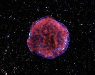 Der Tycho Supernova-Überrest. (X-ray: NASA/CXC/Rutgers/K.Eriksen et al.; Optical: DSS)