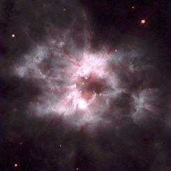 Der Nebel NGC 2440 mit einem Weißen Zwerg im Zentrum (NASA and The Hubble Heritage Team (AURA/STScI))