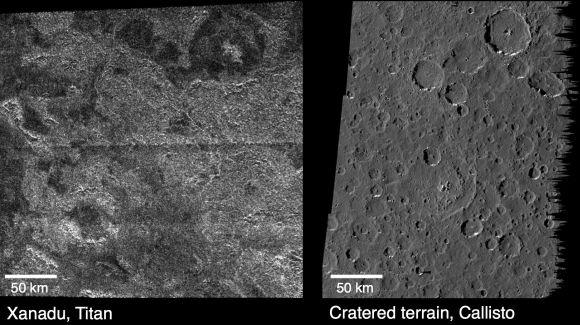 Vergleich der Oberflächen von Titan und Callisto (NASA/JPL-Caltech)