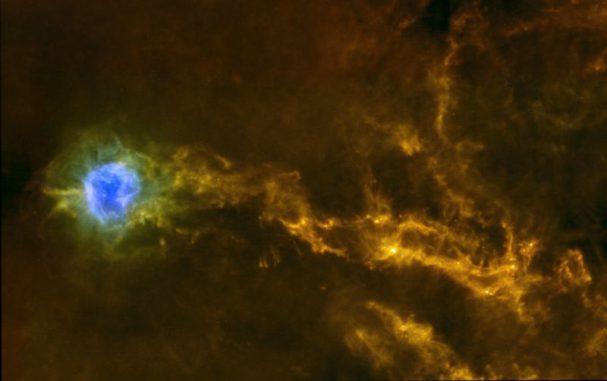 "Dichte Gasfilamente in IC5146 (ESA/Herschel/SPIRE/PACS/D. Arzoumanian (CEA Saclay) for the ""Gould Belt survey"" Key Programme Consortium)"