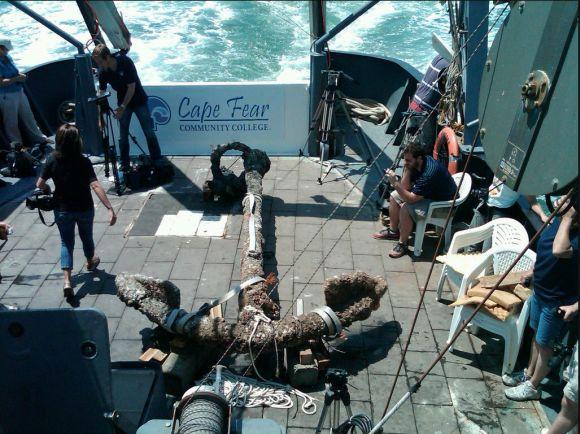 Der Anker der Queen Anne's Revenge an Bord der R/V Dan Moore (NCCulture)