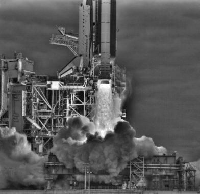 Der Start des Space Shuttle Endeavour - digital verbessert (NASA / Louise Walker / J.T. Heineck)