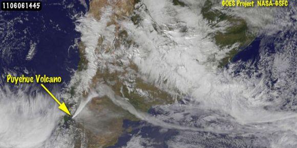 GOES-13 Satellitenbild der Aschewolke (NASA/NOAA GOES Project, Dennis Chesters)