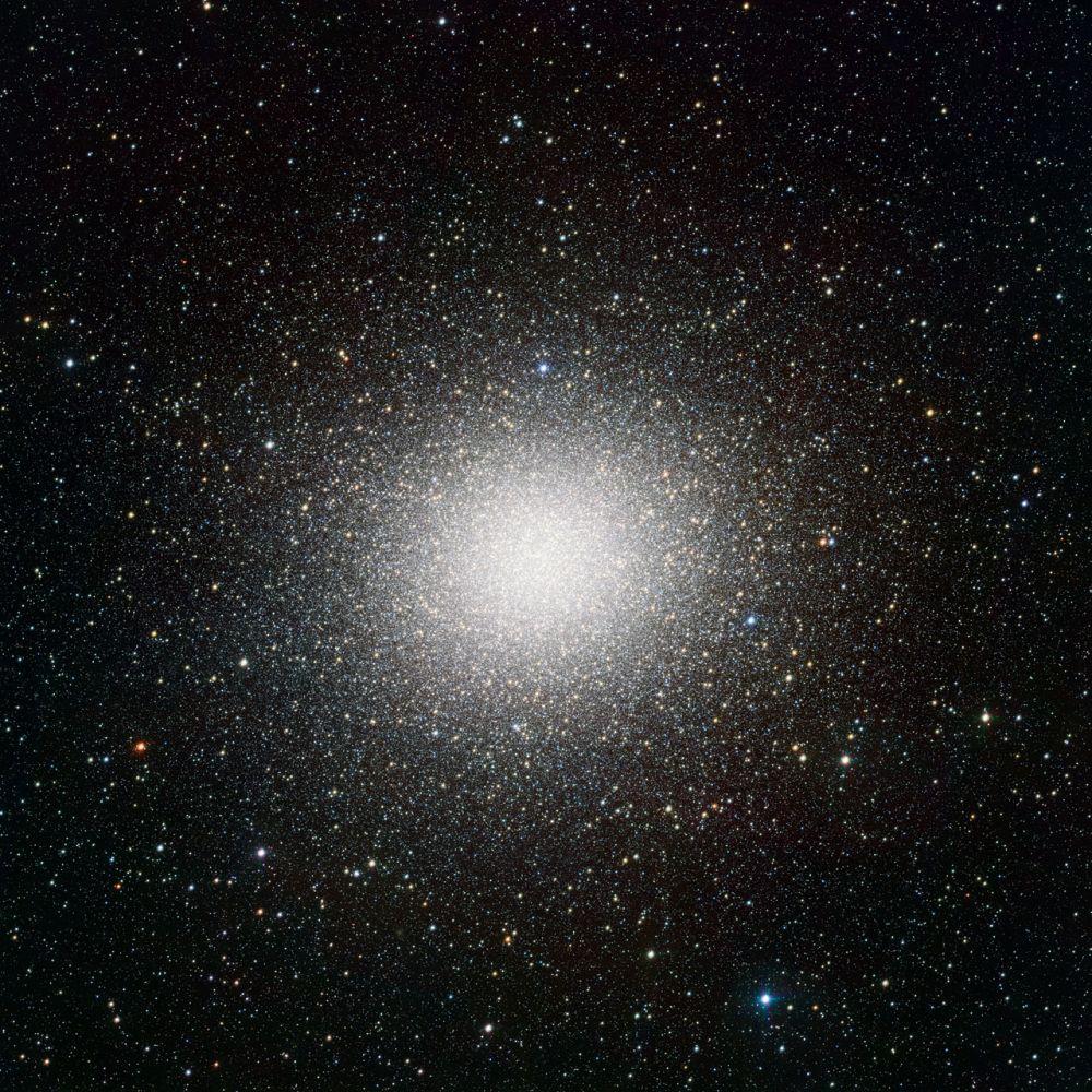 Kugelsternhaufen Omega Centauri (ESO/INAF-VST/OmegaCAM. Acknowledgement: A. Grado/INAF-Capodimonte Observatory)