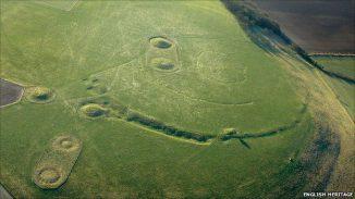 Windmill Hill, ein großes Unterbrochenes Erdwerk in Avebury (English Heritage)