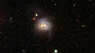 Der westliche Kern (rechts) und der östliche Kern (links) von Markarian 739 (SDSS)