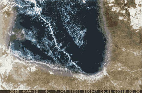 Satellitenbild einer Morning Glory Wolke über dem Golf von Carpentaria (Nordaustralien) (NOAA / TIROS-12)