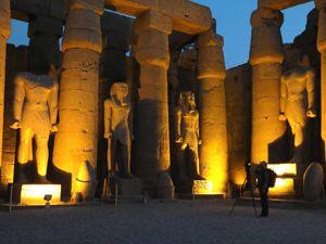 DeFanti macht CAVEcam Bilder des Tempels von Luxor bei Nacht (UCSD)