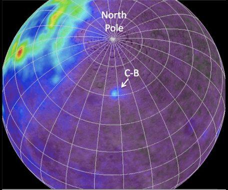 Mondkarte, die das Vorkommen des radioaktiven Elements Thorium anzeigt. Die größten Vorkommen befinden sich auf der erdzugewandten Seite. C-B zeigt die Compton-Belkovich Anomalie an (NASA / GSFC / ASU / WUSTL, processing by B. Jolliff)
