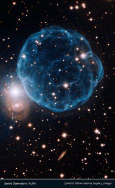 Der planetarische Nebel Kronberger 61. Der Zentralstern ist das bläuliche Objekt im Zentrum des Nebels. (Gemini Observatory / AURA)