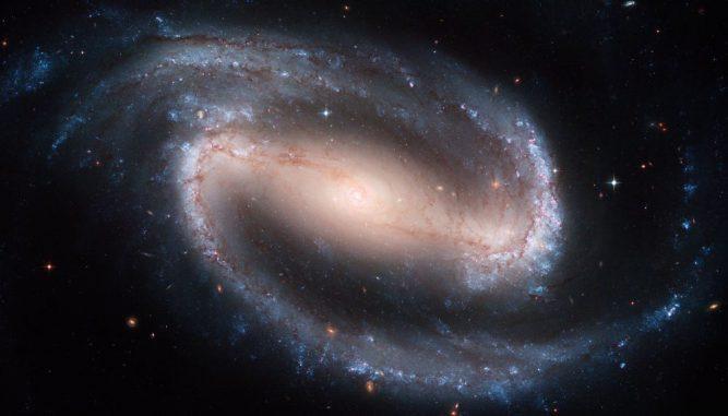 Die Balkenspiralgalaxie NGC 1300 (NASA, ESA, and The Hubble Heritage Team (STScI/AURA) Acknowledgment: P. Knezek (WIYN))