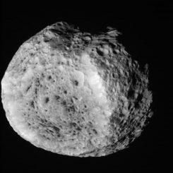 Unbearbeitetes Bild von Hyperion, aufgenommen von der Raumsonde Cassini (NASA / JPL-Caltech / Space Science Institute)
