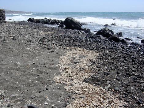 Bimssteinflöße an einem Strand des Santorin-Archipels (Oxford University)