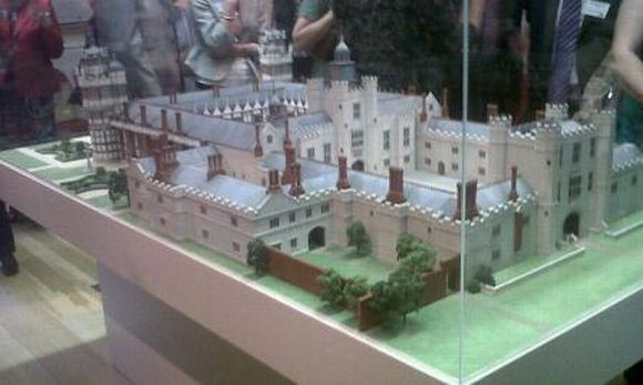 Das Modell von Nonsuch Palace (cheam.mycouncillor.org.uk)