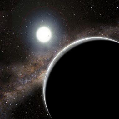 """Künstlerische Darstellung des """"unsichtbaren"""" Exoplaneten Kepler-19c, hier im Vordergrund (David A. Aguilar (CfA))"""