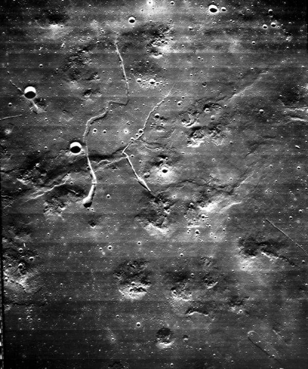Lunar Orbiter 5 machte diese Aufnahme des Plateaus west-nordwestlich des Kraters Marius auf dem Mond (NASA).