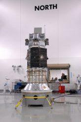 Der Satellit Glory bei den Vorbereitungen. (NASA/Don Kososka, VAFB)
