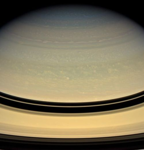 Wolkenwirbel in Saturns oberer Atmosphäre (Courtesy of NASA / JPL / Space Science Institute)