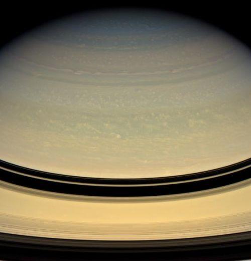 Wolkenwirbel in Saturns oberer Atmosphäre (Courtesy of NASA / JPL / Space Science Institute)