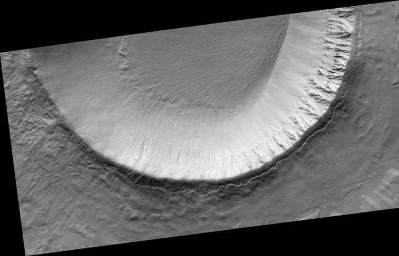 Einschlagkrater in Utopia Planitia (Courtesy of NASA / JPL / Univ. of Arizona)
