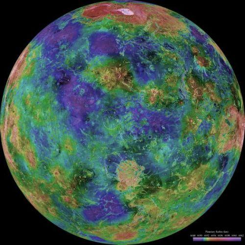 Venus - zentriert auf 0 Grad östlicher Länge (Courtesy of NASA / JPL / USGS)