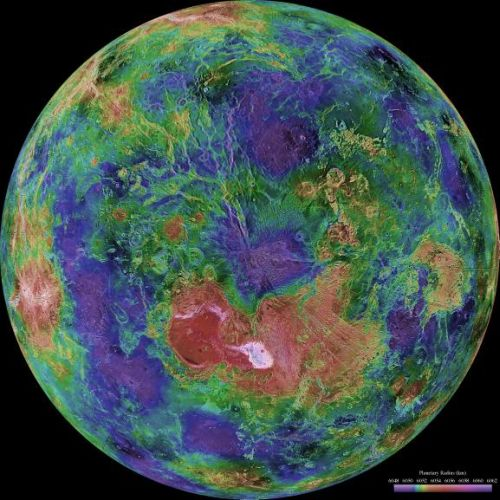 Venus - zentriert auf den Nordpol (Courtesy of NASA / JPL / USGS)