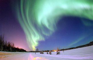 Aurora Borealis über Bear Lake, Alaska, USA. (Joshua Strang, USAF)
