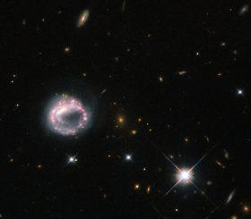 Die ungewöhnliche Ringgalaxie Zw II 28, aufgenommen vom Weltraumteleskop Hubble. (ESA / Hubble & NASA, Acknowledgement: Judy Schmidt)