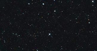 Hubble-Aufnahme einer Region mit zahlreichen entfernten Galaxien. Das CANDELS-Projekt hat diese und andere Daten verwendet, um die Entstehung und Entwicklung der Galaxien im frühen Universum zu untersuchen. (NASA / Hubble)