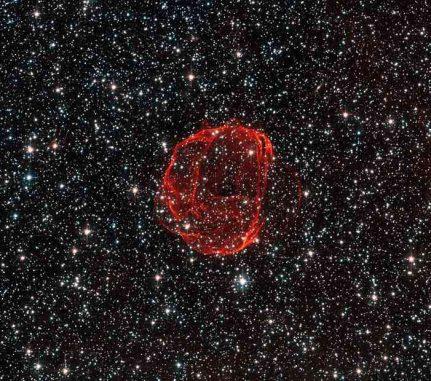Der Supernova-Überrest SNR 0519, hier aufgenommen vom Weltraumteleskop Hubble, ging aus einer Supernova des Typs Ia hervor - der Explosion eines Weißen Zwergs. (ESA / Hubble & NASA. Acknowledgement: Claude Cornen)