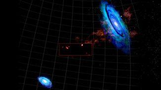 Diese Grafik zeigt neue hochauflösende Daten (in der Box), die das Green Bank Telescope von den kürzlich entdeckten Wasserstoffwolken zwischen M31 (oben rechts) und M33 (unten links) gesammelt hat. (Bill Saxton, NRAO / AUI / NSF)
