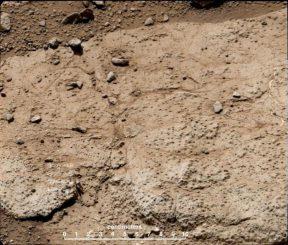 Eine Aufnahme des Steins Cumberland, dem zweiten Ziel für eine Bohrung und Entnahme von Gesteinsproben auf dem Mars. (NASA / JPL-Caltech / MSSS)