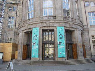 Eingang des Deutschen Museums in München. (astropage.eu)