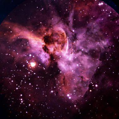 Der Hyperriese Eta Carinae (der helle Fleck links von der Bildmitte) und der Schlüssellochnebel, aufgenommen mit dem 3,6-Meter-Teleskop der Europäischen Südsternwarte in Chile. (ESO)