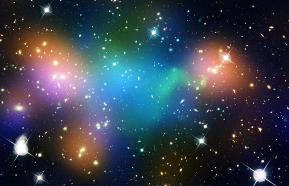 Der verschmelzende Galaxienhaufen Abell 520 scheint eine große Menge Dunkler Materie hinterlassen zu haben. (NASA, ESA, CFHT, CXO, M.J. Jee (University of California, Davis), and A. Mahdavi (San Francisco State University))