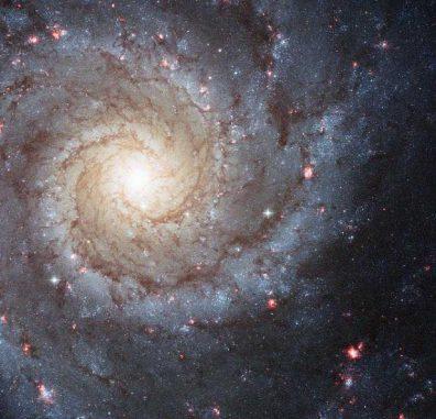 Hubble-Aufnahme der Spiralgalaxie Messier 74. Spiralgalaxien wie M74 könnten viel größer und massereicher sein als bislang vermutet. (NASA, ESA, and the Hubble Heritage (STScI / AURA) - ESA / Hubble Collaboration, Acknowledgment: R. Chandar (University of Toledo) and J. Miller (University of Michigan))