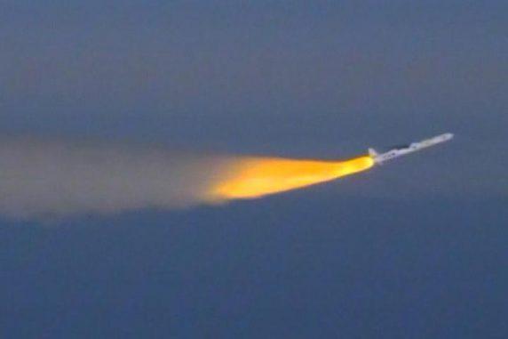 Die Pegasus-XL-Rakete bringt den IRIS-Satelliten in seine Umlaufbahn. (Image: NASA TV)